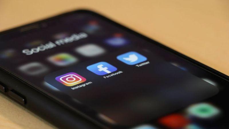social media marketing on a phone