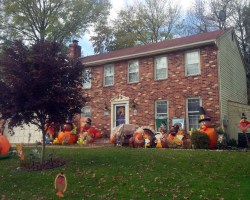 House decorated for Thanksgiving