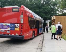 Metro bus picking up passengers at Huntington