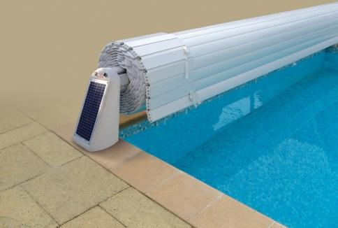 volet roulant de piscine hors sol avec alimentation solaire