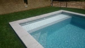 volet de piscine immergé caillebotis sous la ligne d'eau