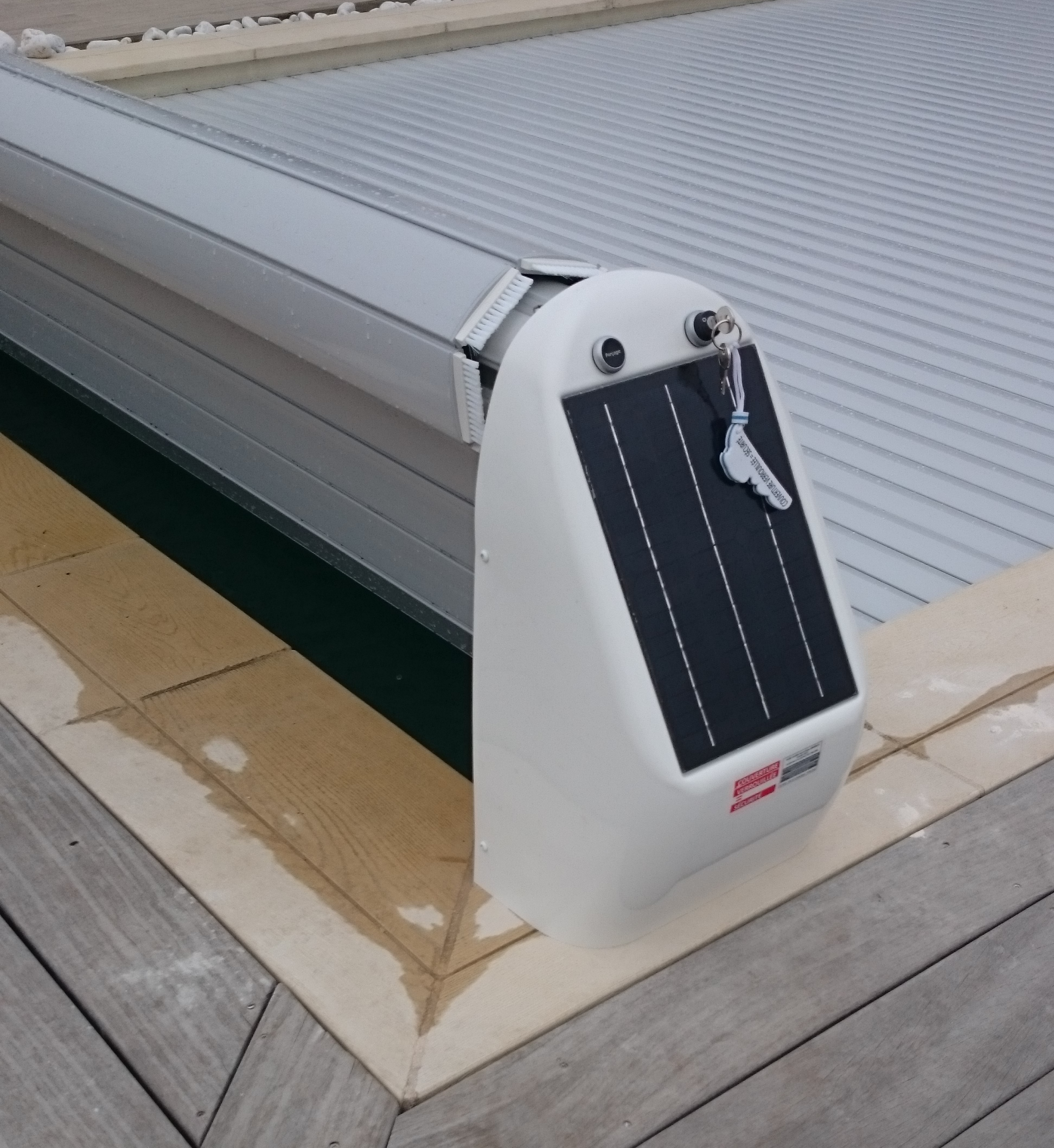 volet roulant de piscine hors sol solaire coverline. Black Bedroom Furniture Sets. Home Design Ideas