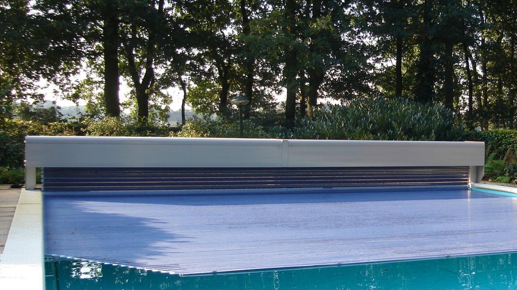 Couvertures piscine automatiques rideau de piscine lectrique for Prix piscine complete