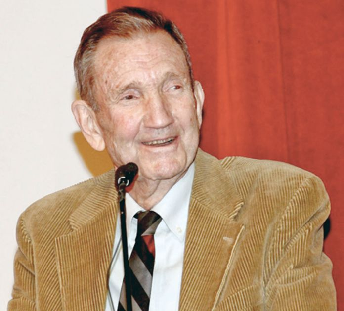 At gala dinner in New York, hundreds pay tribute to Ramsey Clark and International Action Center