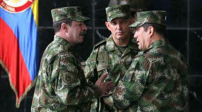 Generals Juan Pablo Rodriguez (r) and Jaime Lasprilla (c), who are named in HRW report.