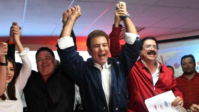 Presidential candidate for the Honduran Opposition Alliance against the Dictatorship, Salvador Nasralla (C) celebrates with Iroshka Elvir de Nasralla (L), Guillermo Valle (2-L) and former president Manuel Zelaya (2-R) after the general election, in Tegucigalpa on November 27, 2017. Initial election results released early Monday in Honduras showed opposition candidate Salvador Nasralla leading President Juan Orlando Hernandez, after a tense evening that saw both men declare themselves the winner before official numbers were announced. / AFP PHOTO / Orlando SIERRAORLANDO SIERRA/AFP/Getty Images