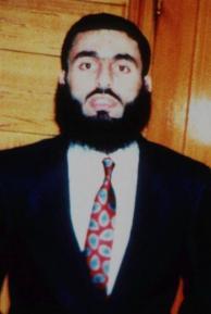 Agentes arrestan a un sospechoso en el atentado al World Trade Center en 1993 - New York Daily News