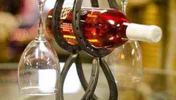 Single-Bottle-Horseshoe-Wine-Holder