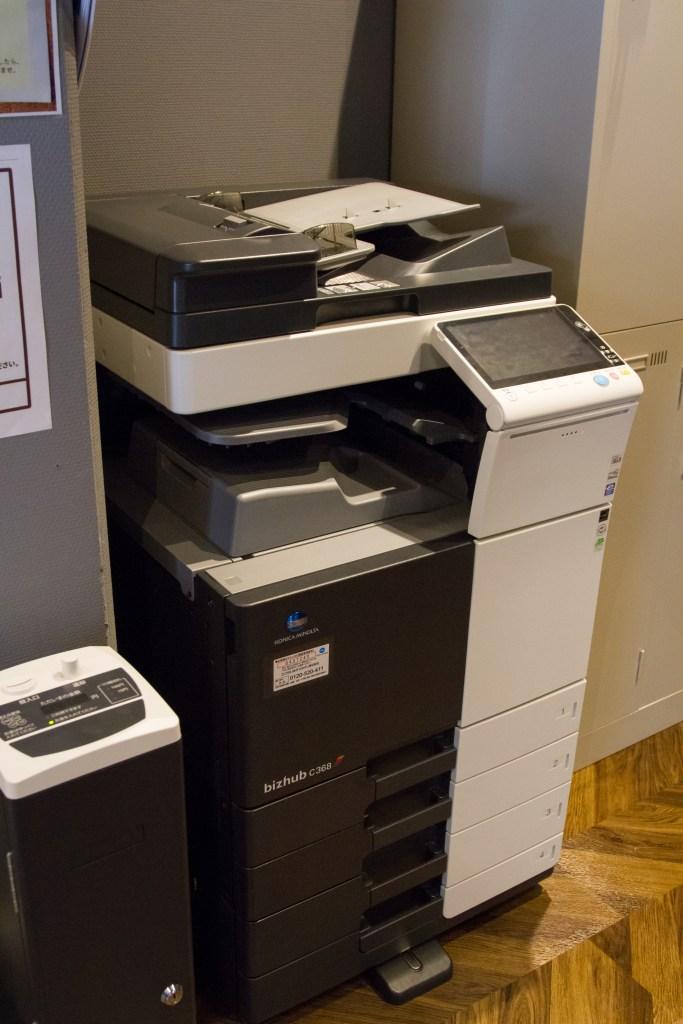 サービス2「最新!高機能複合機 なんと白黒コピー100枚まで無料!!」