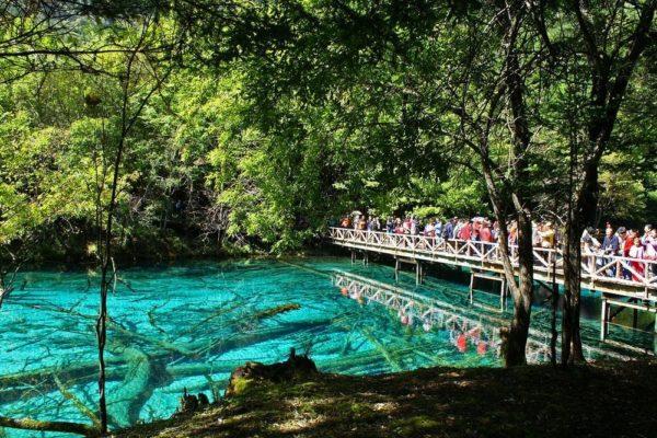 Jiuzhaigou un valle de cascadas y lagos turquesa en China