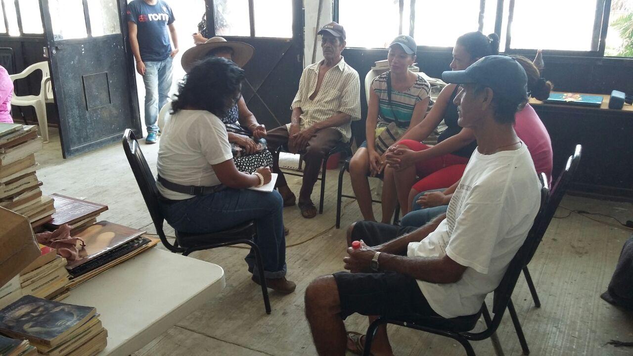 Taller a mujeres pescadoras en Barra de Coyuca