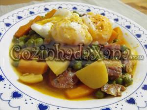 Guisado de ervilhas com ovos escalfados à alentejana