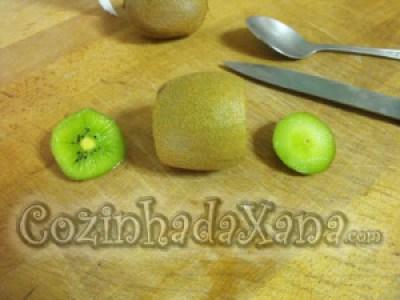 Como descascar um kiwi facilmente