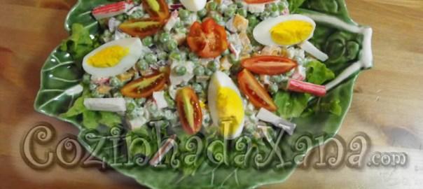 Salada fresca de delícias do mar