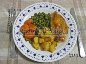 Peito de frango estufado com legumes
