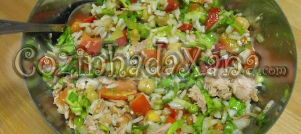 Salada de arroz alegre