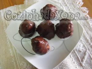 Pirâmides de figo com amêndoa e chocolate