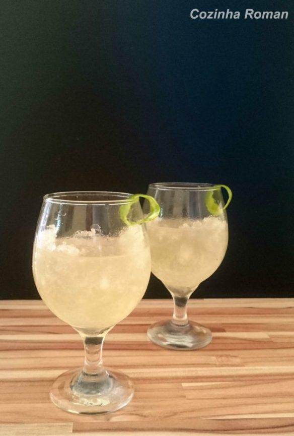 duas taças de tequila sour