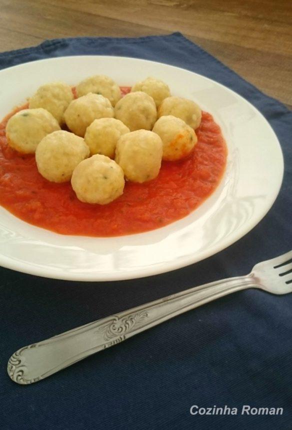 Gnudi de ricota com molho de tomate