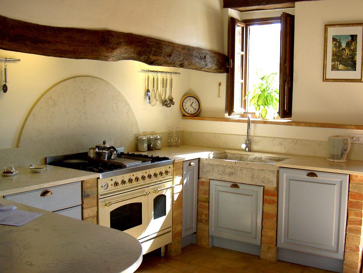 Cozinha pequena quadrada  Fotos e imagens