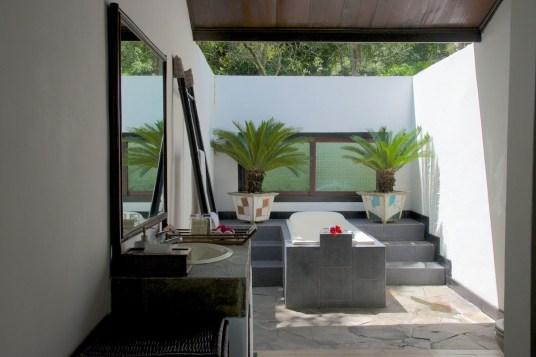 Traditional Minahasan, bathroom3