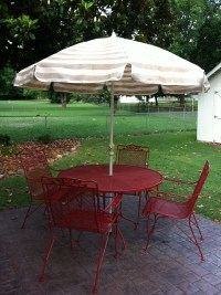Red wrought iron patio furniture | cozy bird nest