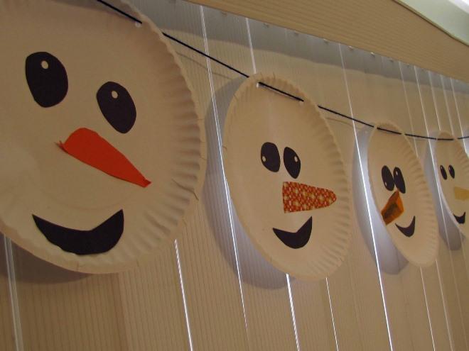 Sản phẩm làm bằng tấm giấy, cốc và khăn ăn