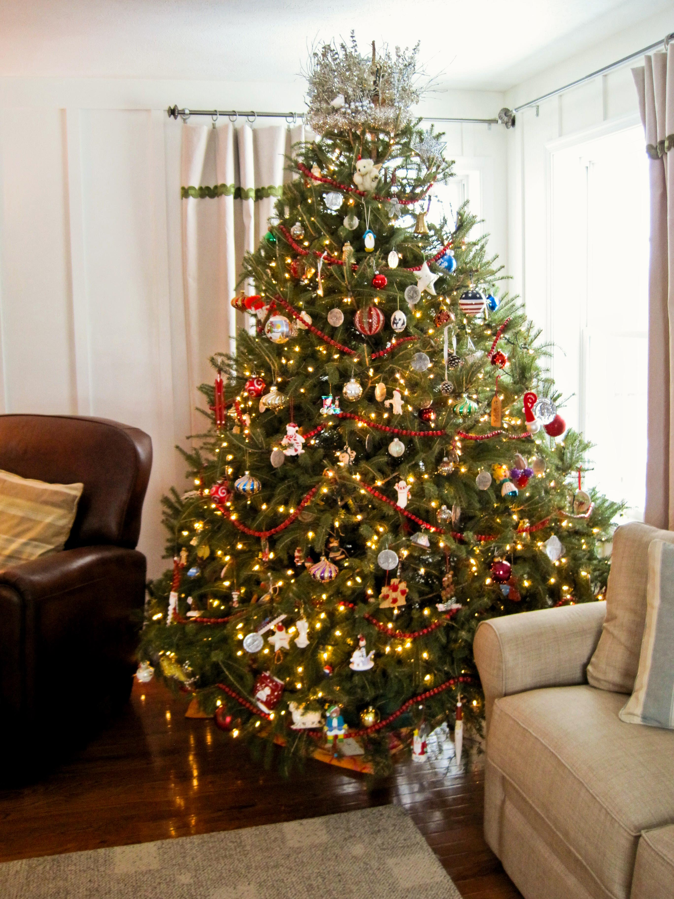 how to decorate a traditional living room open kitchen designs pictures an artificial christmas tree | cozy ...