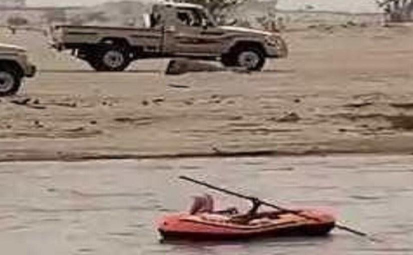 بالفيديو.. مواطن يتجول بالقارب بدلا من السيارة في أمطار نجران