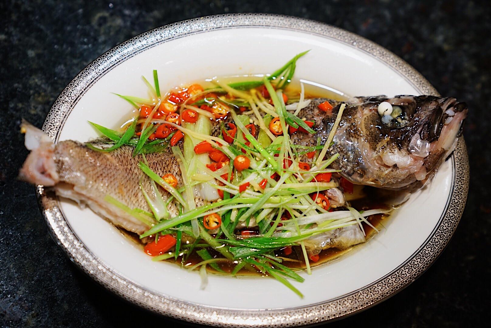 清蒸石斑魚的做法_【圖解】清蒸石斑魚怎么做如何做好吃_清蒸石斑魚家常做法大全_Amy的美食日記_豆果美食