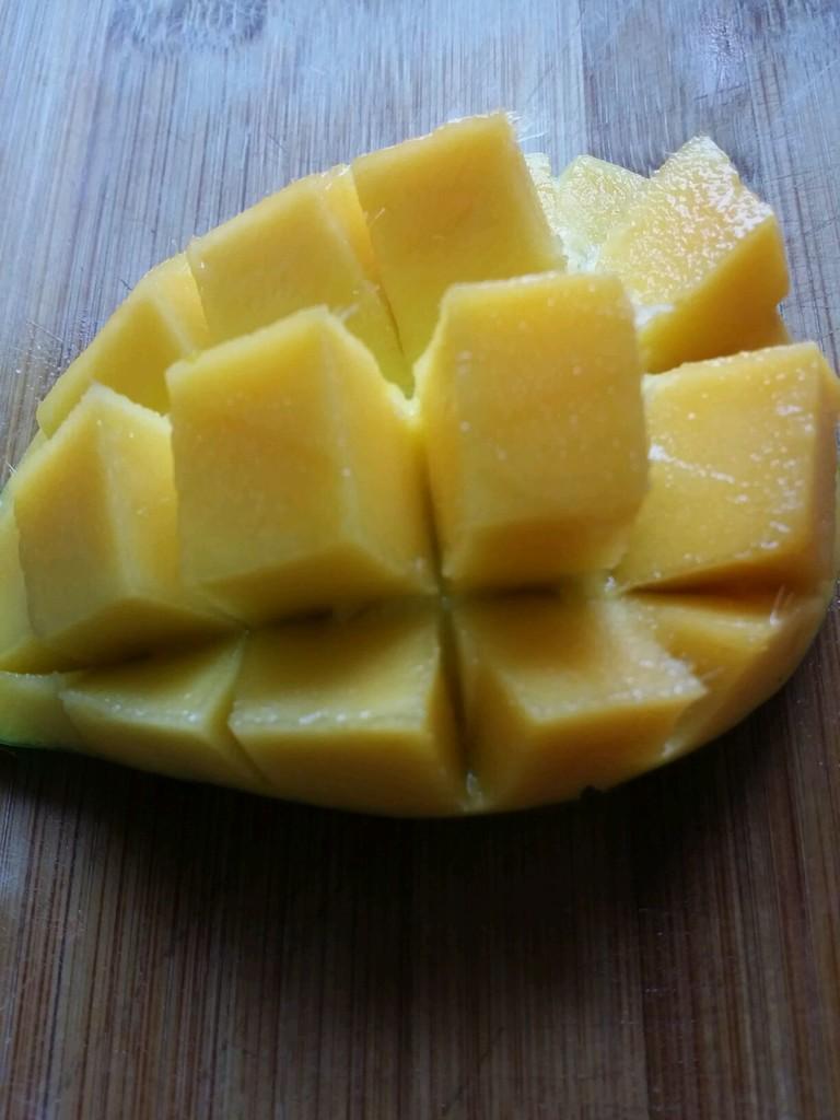刀切芒果的做法_菜譜_豆果美食