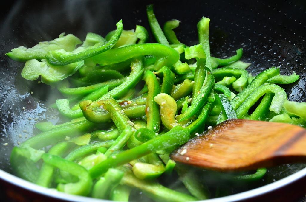 菜椒炒雞蛋怎么做_菜椒炒雞蛋的做法_elsa飛雪_豆果美食