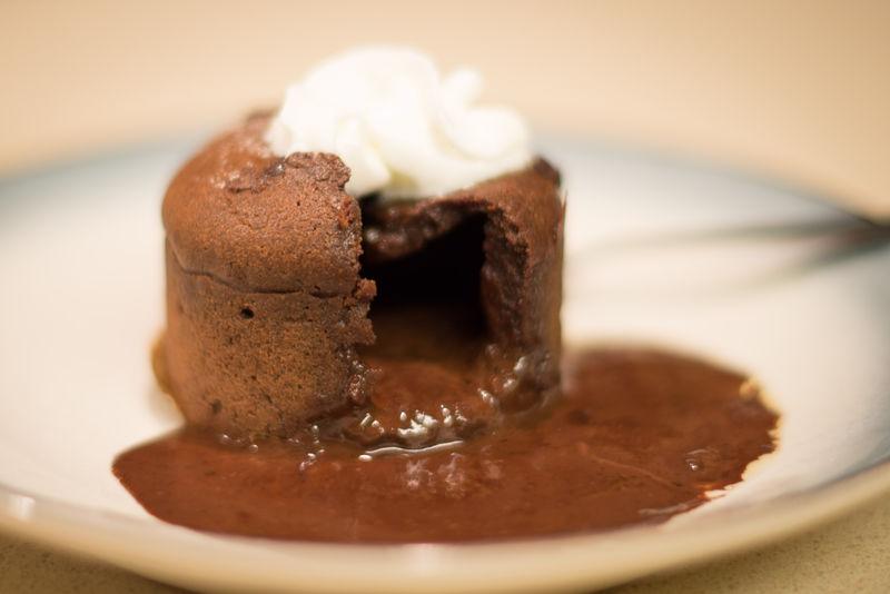 巧克力熔巖蛋糕的做法_【圖解】巧克力熔巖蛋糕怎么做如何做好吃_巧克力熔巖蛋糕家常做法大全_Echo_伊_豆果美食