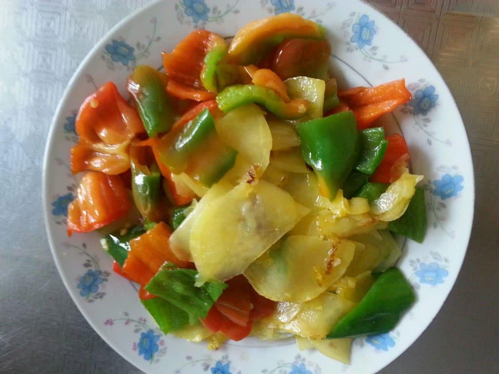 青椒炒土豆片的做法_【圖解】青椒炒土豆片怎么做如何做好吃_青椒炒土豆片家常做法大全_張菲_豆果美食