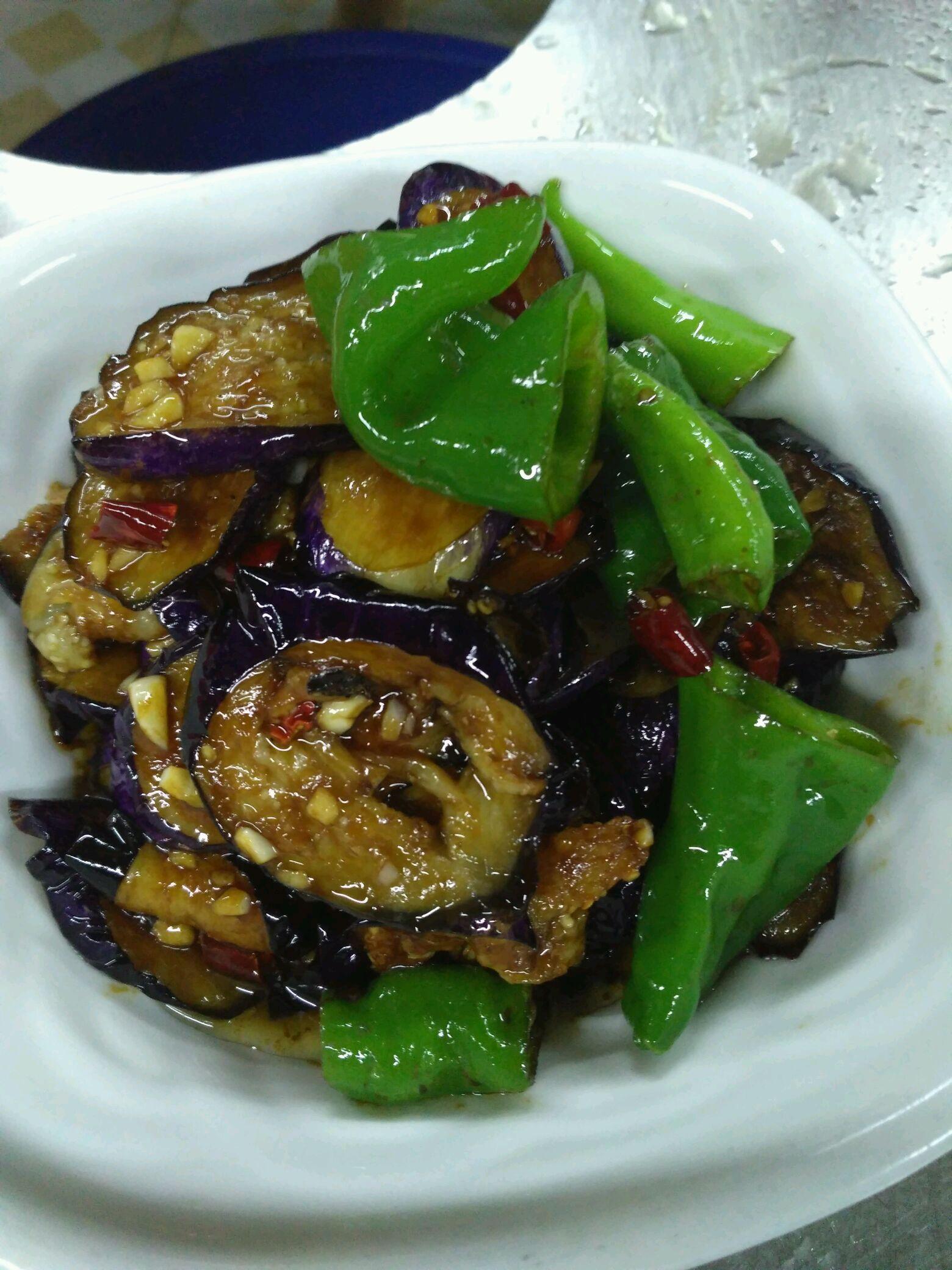 青椒爆茄子的做法_【圖解】青椒爆茄子怎么做如何做好吃_青椒爆茄子家常做法大全_食再_豆果美食