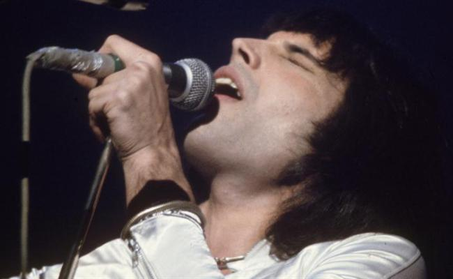 Freddie Mercury Rocks On Video Biography