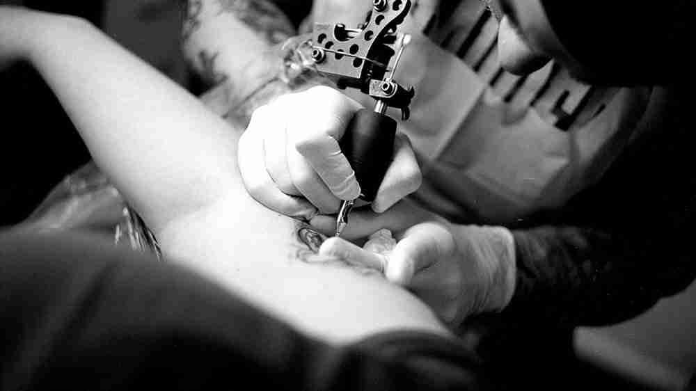 Tatuagem e concurso público combinam?
