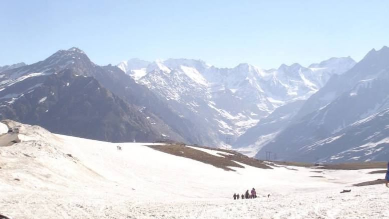 Valley near Rohtang Pass