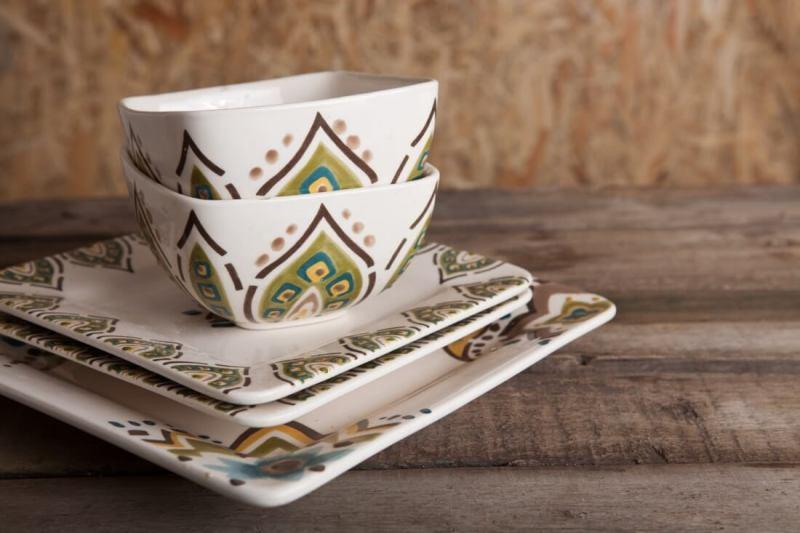 neutral colors in tableware