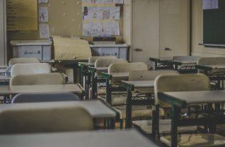 Éducation nationale : l'enseignant qui avait lu la Bible exclu pour une troisième rentrée