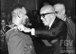 Antônio Carlos Muricy, Magalhães Pinto e Aurélio Lira Tavares numa cerimônia de condecoração do primeiro (entre 1967 e 1969).