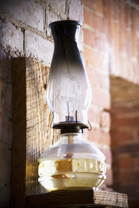 How to Identify an Antique Oil Lamp (with Pictures)