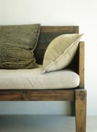 How to Make a Storage Bench With a Cushion   HomeSteady