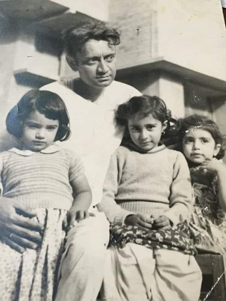 A young Saadat Hassan Manto with his three daughters Nighat, Nuzhat and Nusrat.