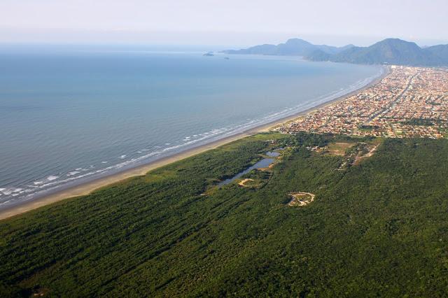Imagem aérea dos limites da Terra Indígena Piaçaguera (Foto: Carlos Penteado/CPI-SP)