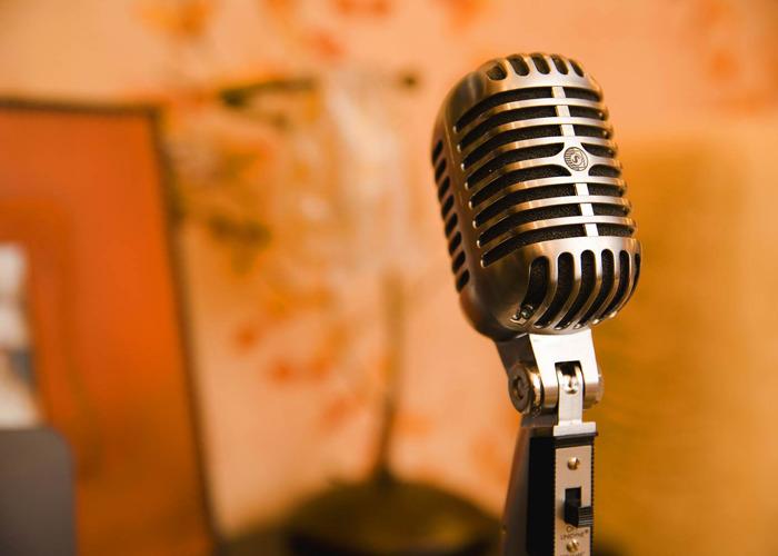 Microphone representing Digital Dialogues