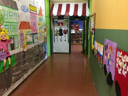Pasillo de biblioteca y aulas TIC