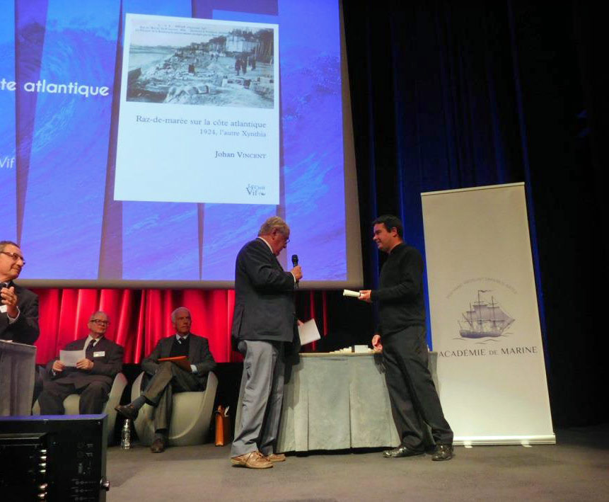 Johan Vincent reçoit un prix de l'Académie de marine
