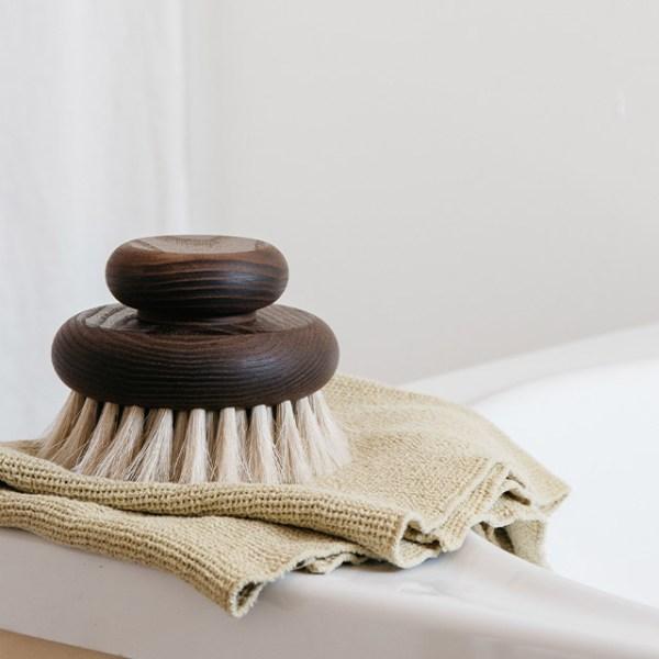 Grande brosse de bain en frêne