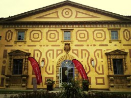 l'ingresso principale di Villa Le Maschere